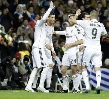 El Real Madrid expulsa a 17 aficionados por cánticos contra Messi y Cataluña