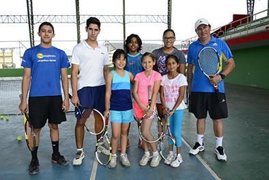 8 tenistas van a torneo nacional