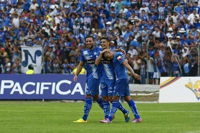 Emelec vence 2-1 al Manta FC y se acerca al líder