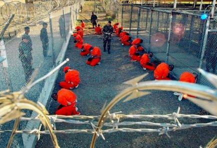 Seis presos de Guantánamo llegaron esta madrugada a Uruguay