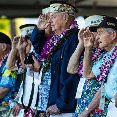 Unos 100 veteranos recordaron aniversario de Pearl Harbor