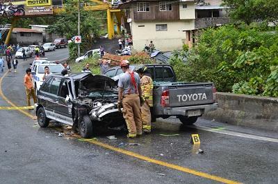 Accidente de tránsito en la vía Santo Domingo-Alóag deja tres heridos