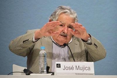 José Mujica: a los que les gusta mucho el dinero hay que echarlos de política