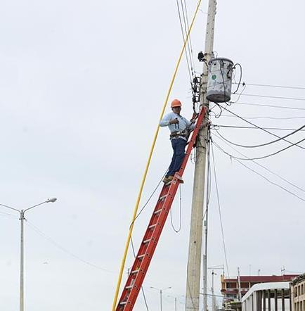 Cnel brinda mantenimiento a redes
