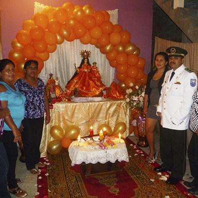 Con procesión festejan  a la Virgen del Cisne