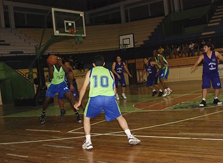 Concluyó la primera fase de torneo de baloncesto