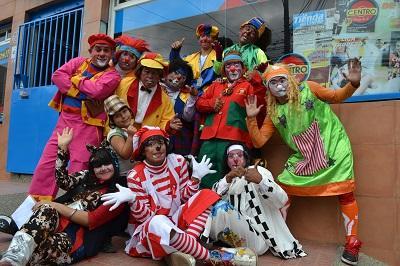 Payasos piden a ciudadanos de Santo Domingo que exijan la credencial para contratos