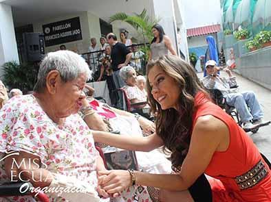 Organización Miss Ecuador agasajó a adultos mayores