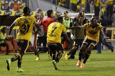 Barcelona goleó a Mushuc Runa y Emelec cayó ante Deportivo Cuenca