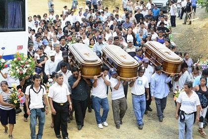 Sepultan a madre y sus dos hijos fallecidos en accidente de tránsito en Guayaquil