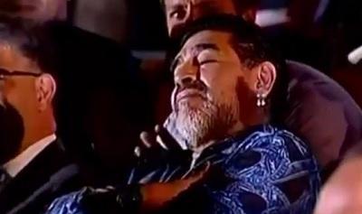 Maradona se quedó dormido mientras Maduro lo elogiaba
