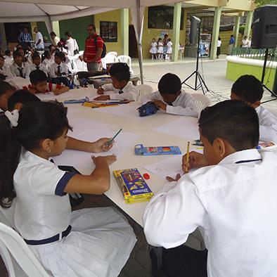 """Estudiantes participan en """"Pintemos la solidaridad"""""""