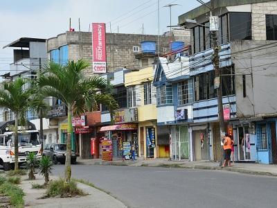 Alberto Coloma, calle comercial de la urbanización Los Rosales