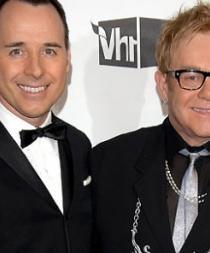 Elton John y David Furnish planean casarse en una ceremonia privada