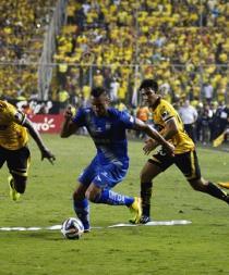 Emelec se aferra a retener el título en Ecuador a costa del difícil Barcelona
