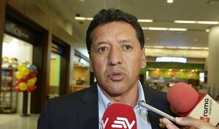 Sixto Vizuete no continuará como DT de la selección ecuatoriana