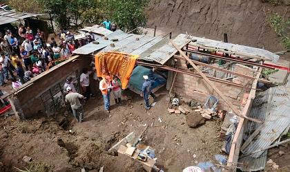 Seis personas mueren en un deslizamiento tierra en Loja