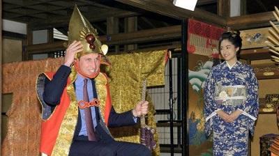 El príncipe Guillermo se disfraza de samurái en Japón