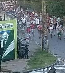 Ocho policías heridos en gresca con fanáticos de equipo de Tercera División