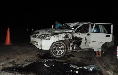 Familia se accidenta al reventarse neumático de camioneta