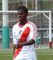 Ecuatoriano debutaría con River Plate en la primera división de Argentina