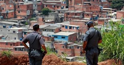 Niños de una favela brasileña bailan ballet para luchar contra la delincuencia