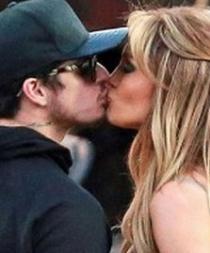 Captan a Jennifer López besando a su exnovio