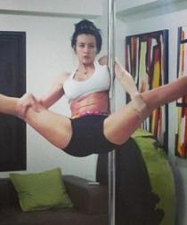 Prótesis mamaria de vedette se revienta mientras practicaba pole dance