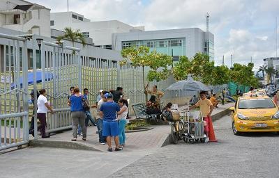 La entrada de personas es restringida en el Hospital Regional Gustavo Domínguez