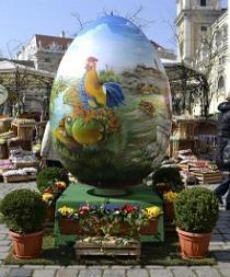 La montaña más grande de huevos de pascua se alza en Viena