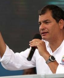 Presidente de Ecuador concede indulto a policía que pidió perdón por revuelta