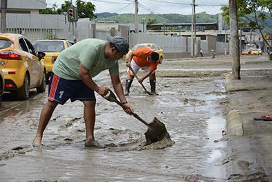 Intensa lluvia en Manabí dejó derrumbes, inundaciones y albergados