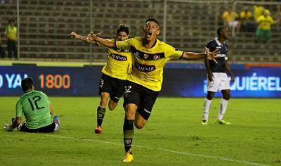 Barcelona venció 2 - 0 a la Universidad Católica con goles de Vásquez y Blanco