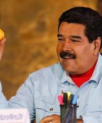 La suerte de la mujer que lanzó un mango a Nicolás Maduro