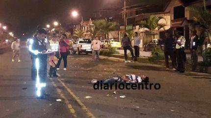 Dos personas mueren en un accidente en moto
