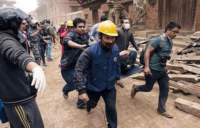 El número de muertos por el terremoto de Nepal supera los 3.700