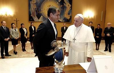 El papa y Rafael Correa se reúnen para ultimar detalles de visita a Ecuador