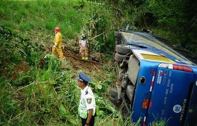 19 personas resultaron heridas en volcamiento de bus interprovincial