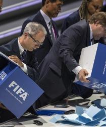 Blatter no logra vencer en primera vuelta, pero tiene victoria en el bolsillo