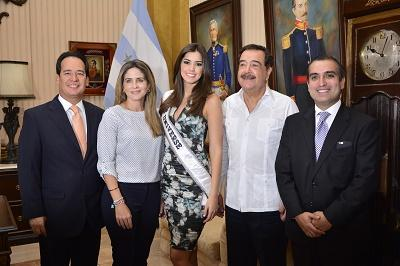 Miss Universo cumplió agenda en Guayaquil