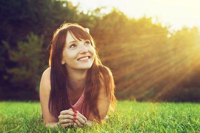 Ser optimista le ayuda a mantener su corazón saludable