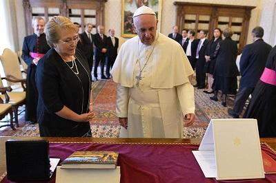El papa Francisco quiere visitar Chile, Argentina y Uruguay, dice Bachelet