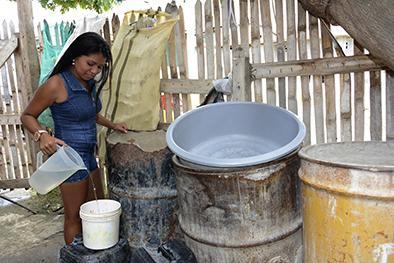 El agua tarda en llegar a barrios