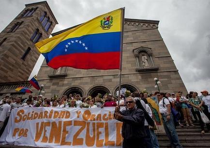 Opositores a Maduro siguen huelga de hambre y este cancela su viaje a Italia