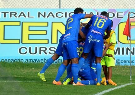 Delfín golea 3-0 a Gualaceo y retoma la punta