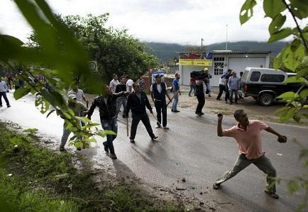 Gobernador confirma 16 muertos en enfrentamiento en el sur de México