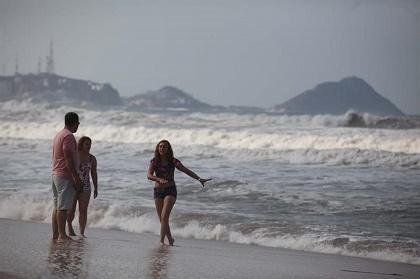El huracán Blanca baja a categoría 1 mientras avanza a México
