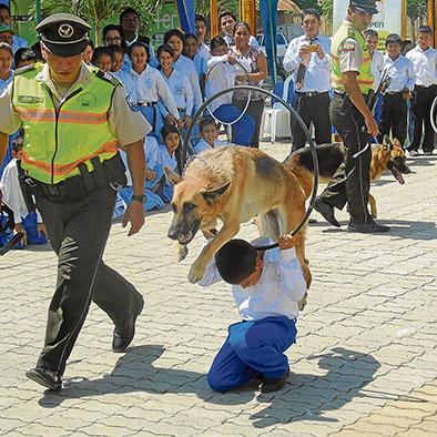 Policía expone todo su trabajo en casa abierta
