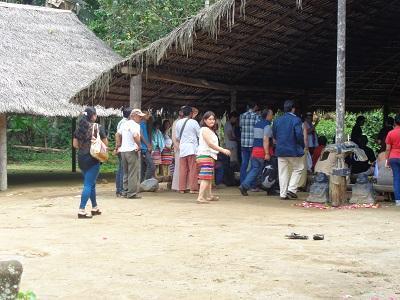 Limpias y curaciones Tsáchilas en el  Centro Turístico 'Penga Napi'