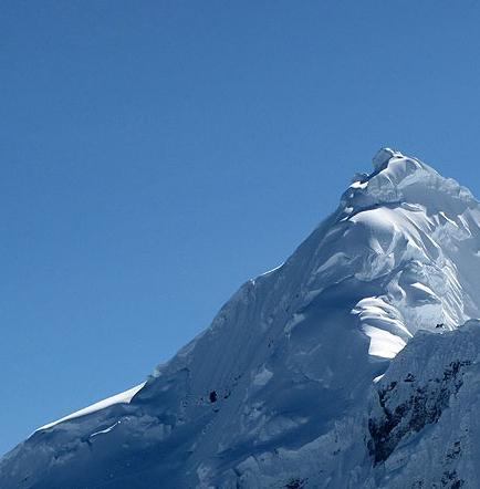 Cuatro montañeros de Estonia caen en grieta de nevado peruano y una sobrevive